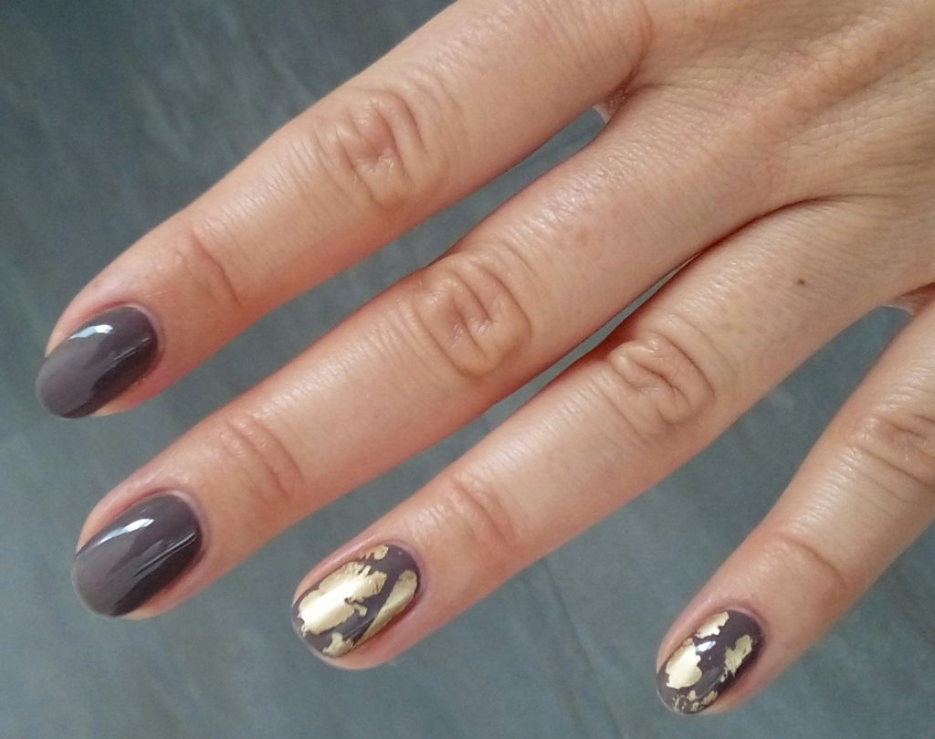 paznokcie-zlote-z-szarym