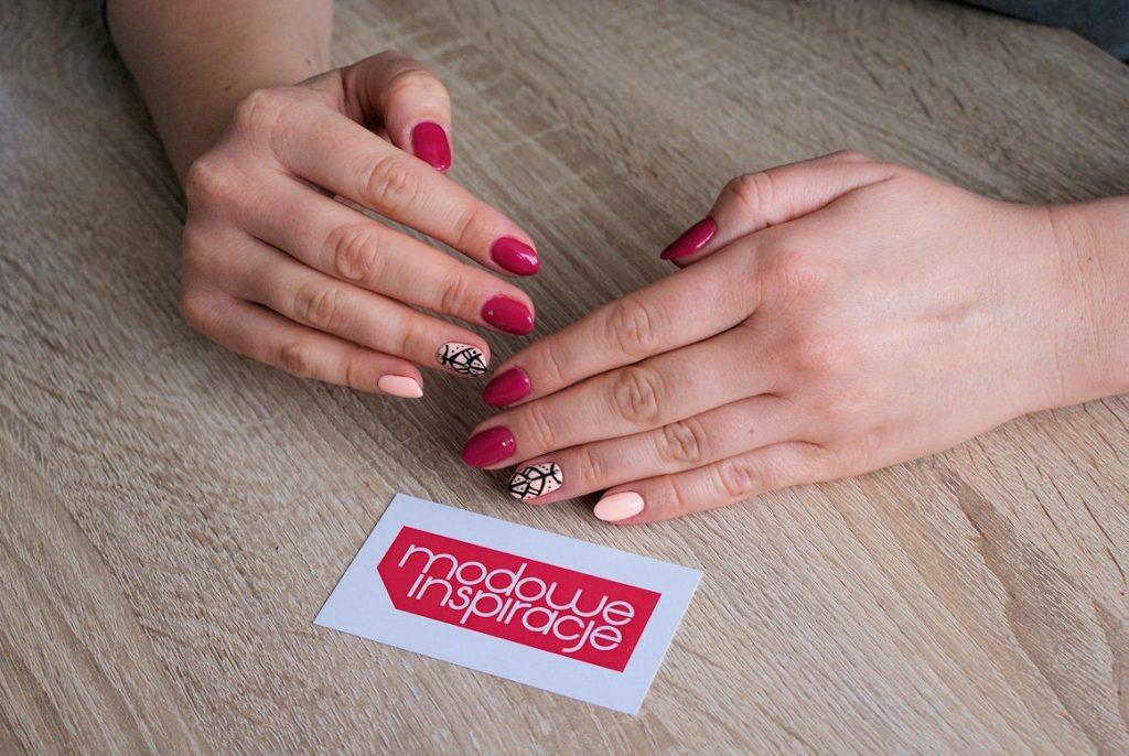 manicure fiolet i brzoskwinia 3