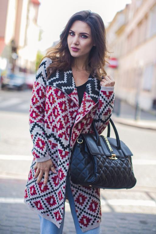 sweter-w-azteckie-wzory