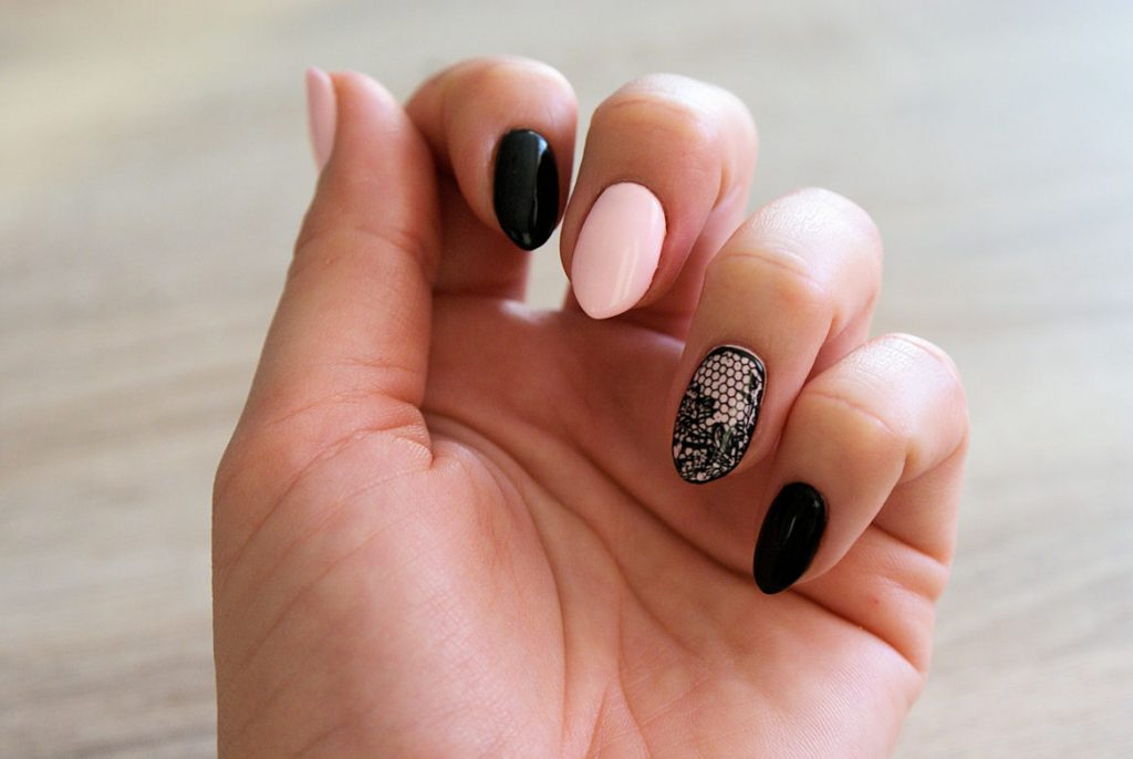 paznokcie manicure rajstopki