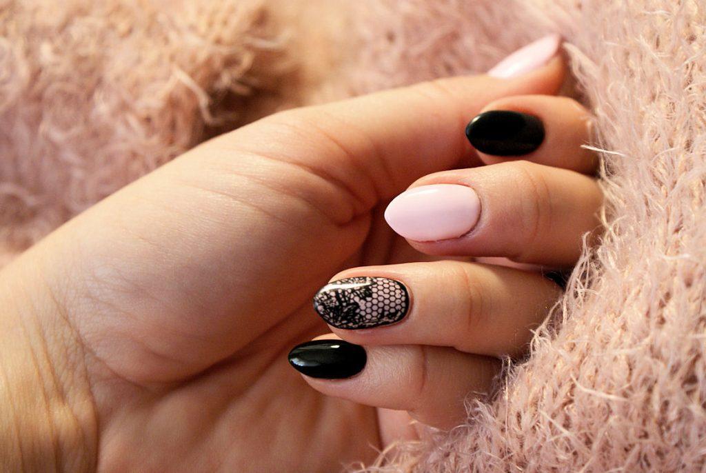 koronkowy manicure hybrydowy
