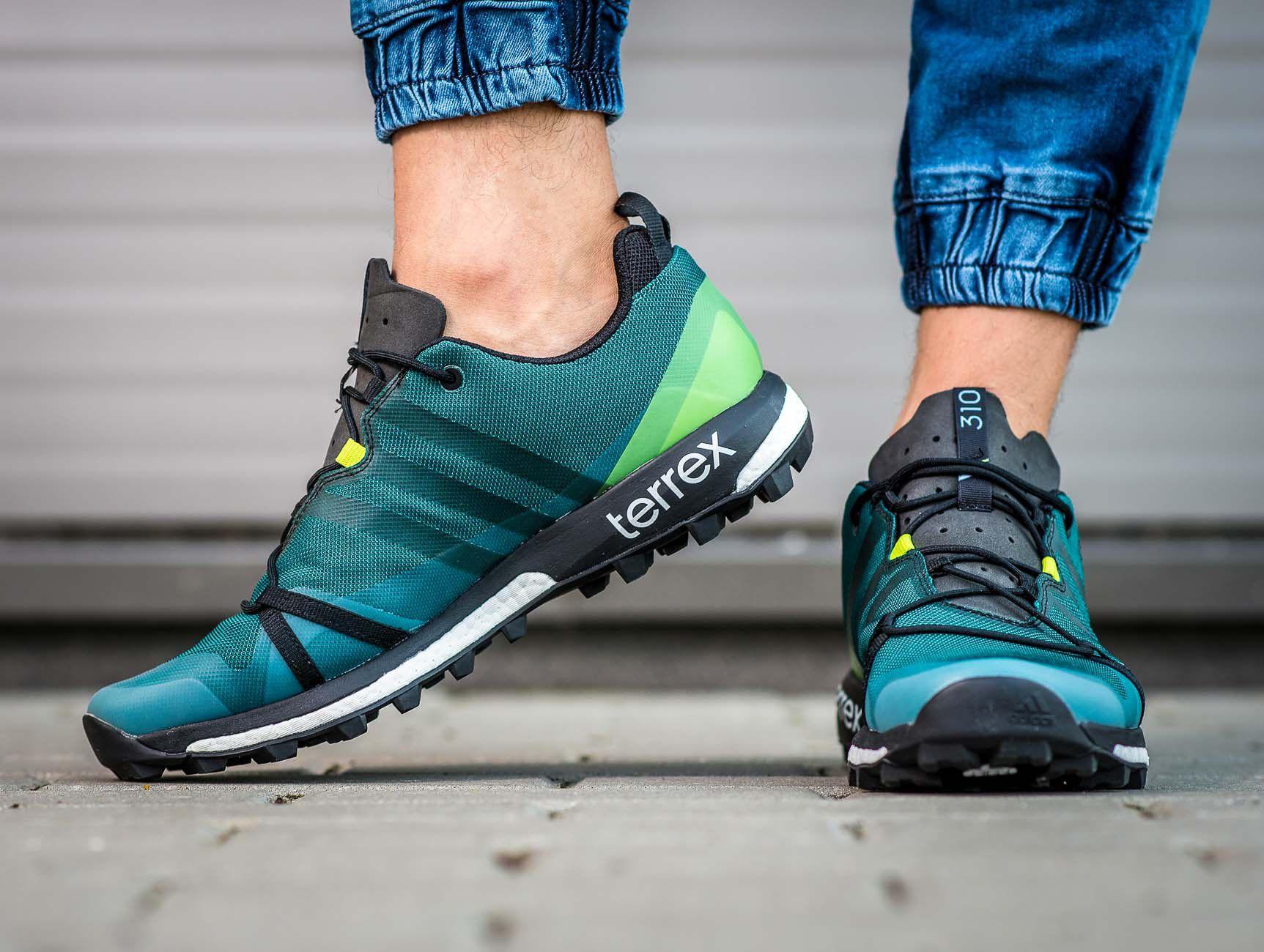 27f4d185bb1541 Buty typu buty doskonale sprawdzą się podczas towarzyskich spotkań ze  znajomymi, spacerów po lesie i letnich aktywności na świeżym powietrzu.