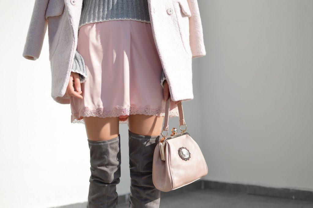 be24291890001 Zapewne każda z nas nie raz stanęła przed dylematem, jakie buty ubrać zimą  do spódniczki. Niezależnie od tego, czy stylizacja jest bardziej elegancka,  ...