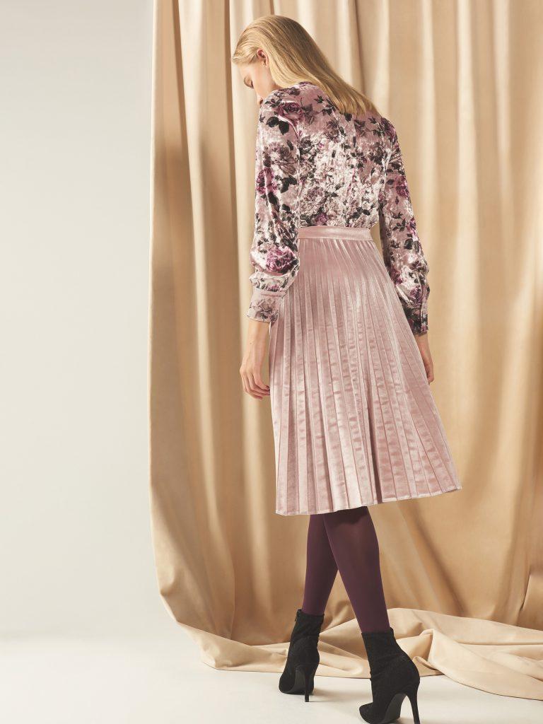 084ab67da1ec1 Jeśli sukienka lub spódniczka sięga za kolano, to bardzo dobrze będzie  wyglądała z botkami nawet na cieniutkiej szpilce.