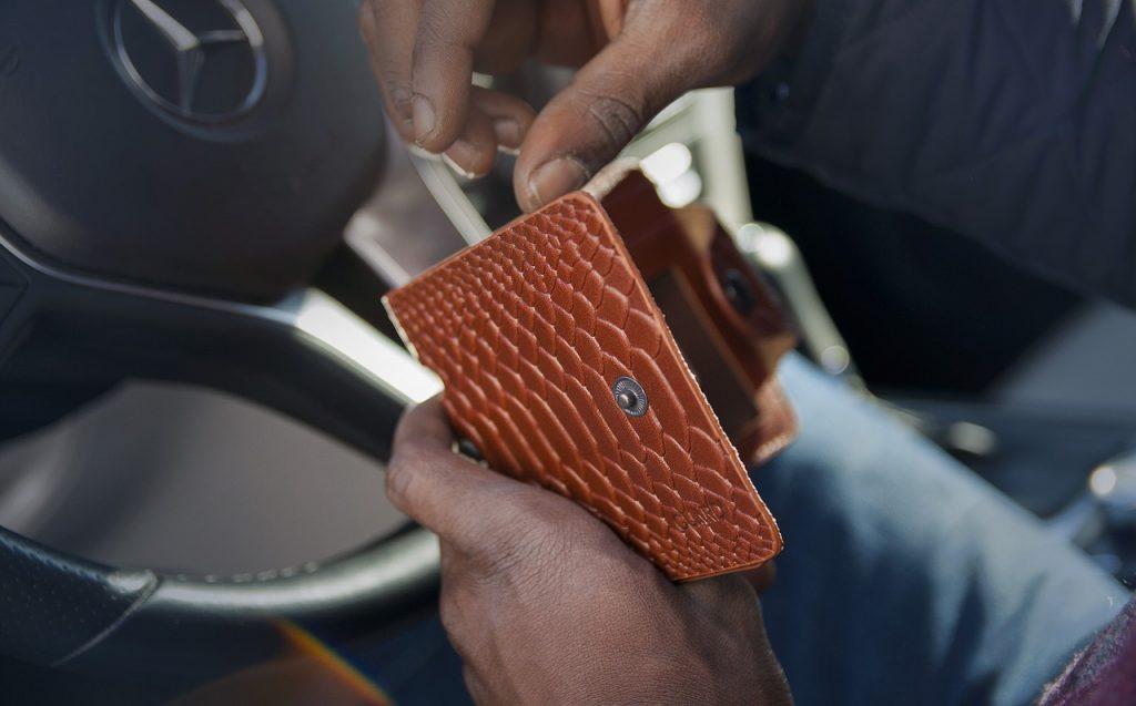 acc34466fd1f3 Jednym z najważniejszych funkcjonalnych gadżetów jest portfel. W naszym  artykule podpowiadamy, na co warto zwrócić uwagę wybierając portfel i jakie  modele ...