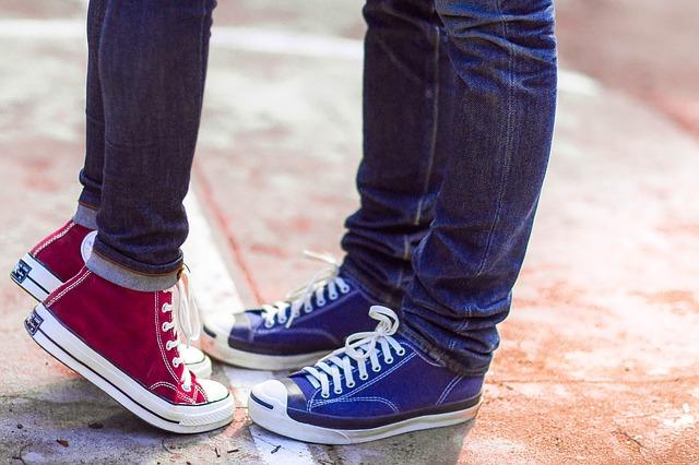 4451a77a1defc Converse to marka, która od dziesięcioleci zaopatruje dzieciaki oraz osoby  młode duchem w wygodne i świetnie prezentujące się obuwie. Żadne inne buty  nie ...