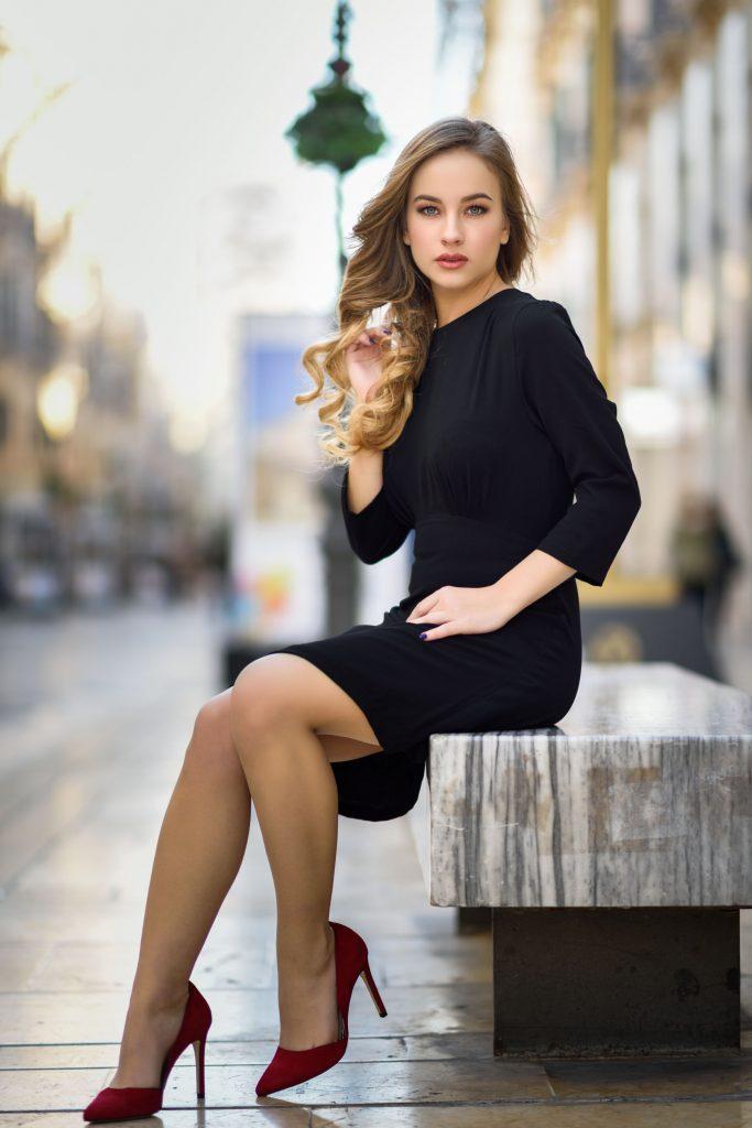 43b5214f4cde8 ... noszenie to sama przyjemność, a zatem można śmiało zakupić obuwie z  najnowszych kolekcji i ułożyć wraz z odpowiednią sukienką wymarzoną  stylizację.