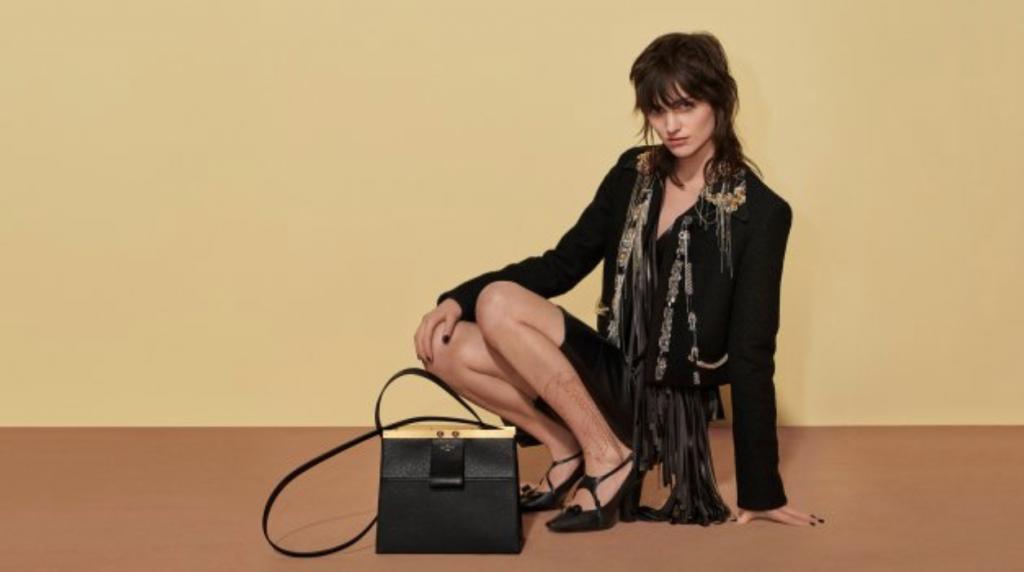 60def3ad0cb87 Najnowsza kolekcja Louis Vuitton zadedykowana jest kobietom, wśród których  dorastał jej twórca, Nicolas Ghesquière. Dostrzegalne są w niej inspiracje  ...