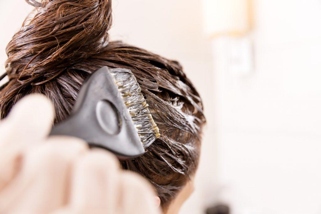 Koloryzacja włosów w domu w 10 krokach