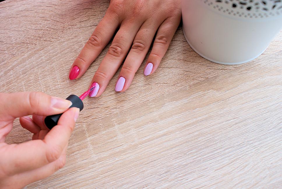manicure-hybrydowy-krok9-cieniowanie-ombre