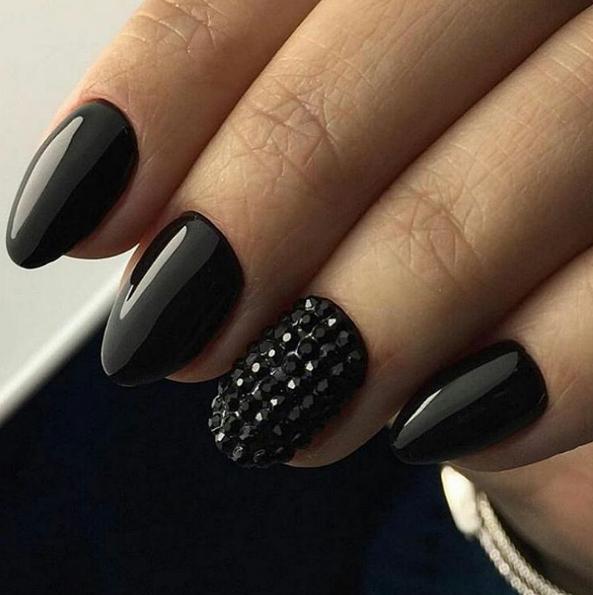 czarne-paznokcie-2